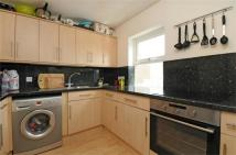 2 bed Flat to rent in Cavendish Road, Balham...