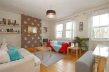 Flat to rent in Byrne Road, Balham...