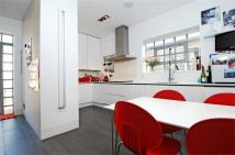 3 bed Flat to rent in Oakmead Road, Balham...