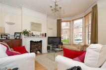 Maisonette to rent in Glenfield Road, Balham...