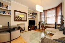 Flat to rent in Cavendish Road, Balham...