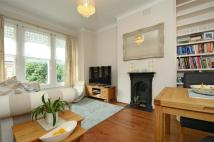 Flat to rent in Louisville Road, Balham...