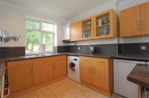 Maisonette to rent in Streathbourne Road...