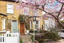 3 bed semi detached property in Pickets Street, London