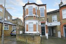 Flat in Dingwall Road, Earlsfield