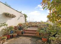 Terraced property in Coldharbour...