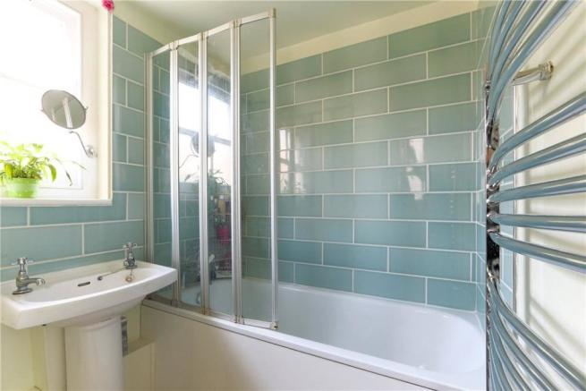 E3 House: Bathroom