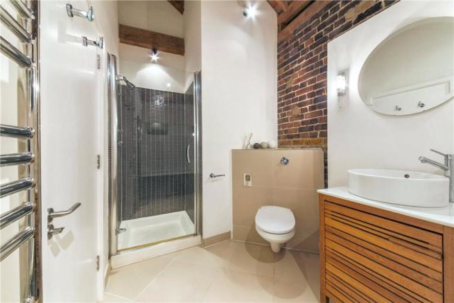 E14 Flat: Bathroom