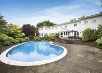 5 bedroom Detached house in Priory Drive, Stanmore...
