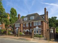 Penthouse in Templewood Avenue...