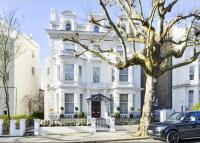 Flat for sale in Holland Park...
