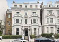 Flat for sale in Pembridge Square...
