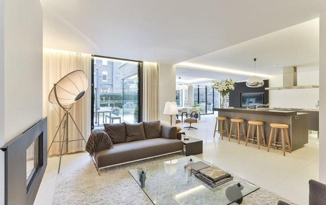 Living Area, W11