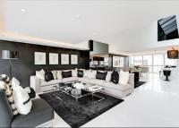 5 bed Flat in Thames Quay...