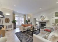 3 bed Flat in Pont Street...