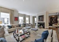 3 bed Flat in Rutland Court...