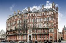 Flat for sale in Albert Court Central...