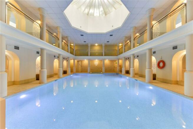 Swimming Pool SW3
