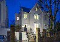 6 bed semi detached house in Acacia Road...