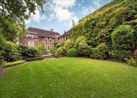 6 bed Detached home in Queens Grove...