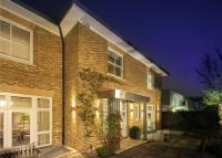 6 bedroom Detached house for sale in Elm Tree Road...