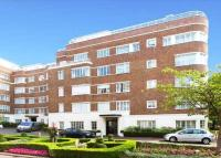 3 bed Flat in Stockleigh Hall...
