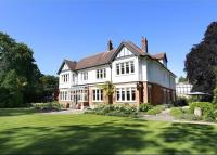 7 bed Detached property in Heathview Gardens...
