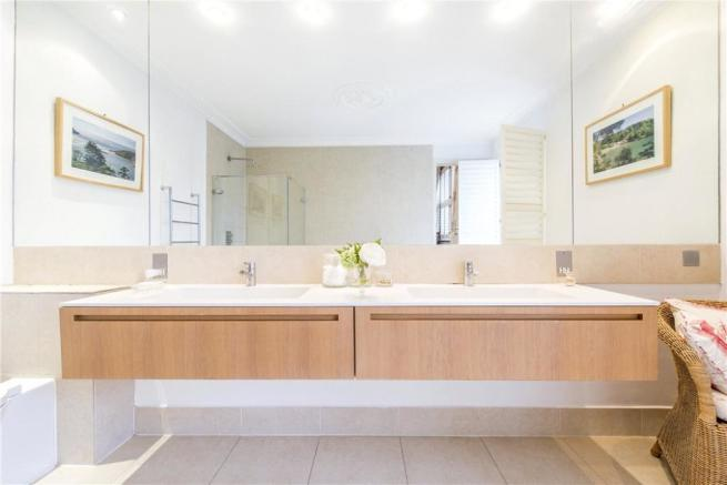 Sw18: Bathroom