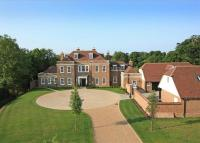 7 bedroom Detached home in Brickhurst Lane...