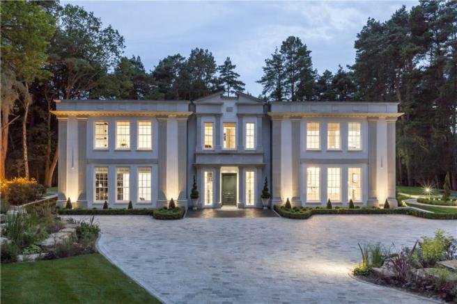 5 bedroom detached house for sale in west drive wentworth