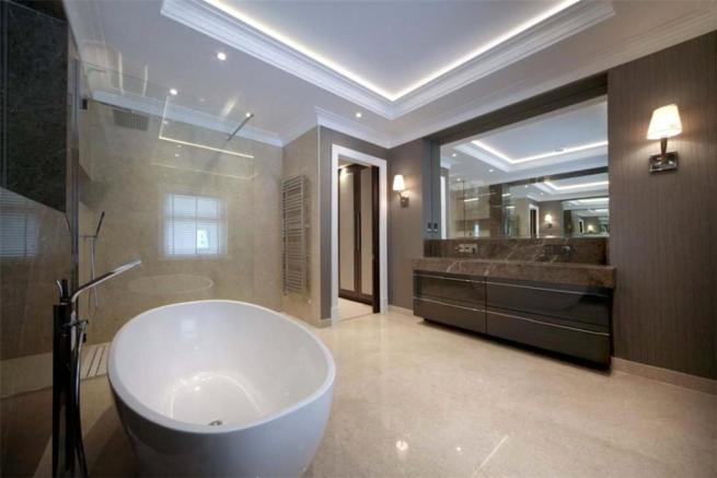 Ascot: Bathroom