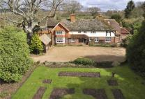 6 bedroom Detached home in Cranleigh, Surrey, GU6