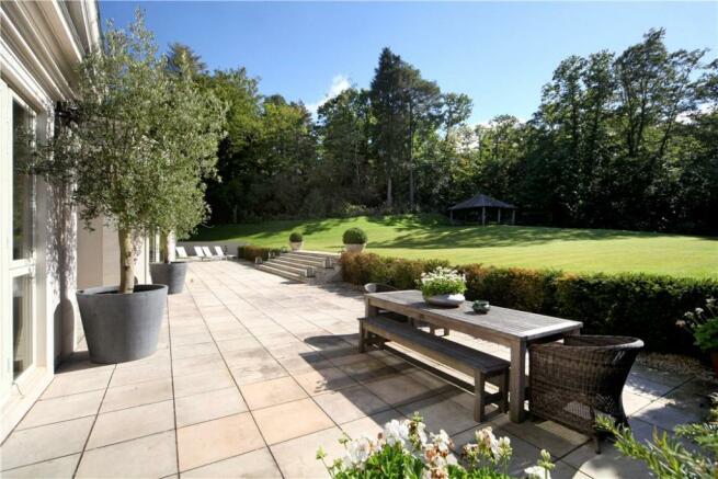 Windlesham: Terrace