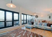 Flat to rent in Langbourne Place...