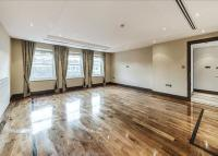 Flat to rent in Beaufort Gardens...