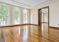 4 bed Flat to rent in Beaufort Gardens...