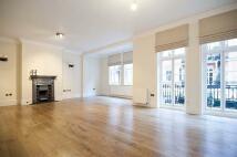 4 bedroom Flat in Cheyne Court...