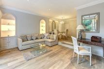 2 bed Flat in Pont Street...