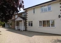 property to rent in Claremont Road, Claygate, Surrey, KT10