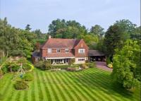 property to rent in Meadway, Esher, Surrey, KT10