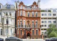 3 bedroom Flat in Palace Gate, Kensington...