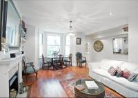 2 bed Flat in Campden Grove...