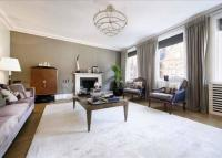 Flat to rent in Green Street, Mayfair W1...