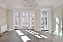 3 bedroom Flat to rent in Green Street, Mayfair...