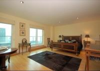 2 bed Flat in St George Wharf...