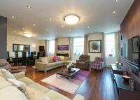 Flat to rent in Abbey Lodge, Park Road...