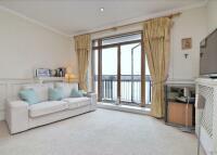 Flat to rent in St Hilda's Wharf...