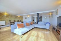 2 bedroom Apartment in Merchant Court, Wapping...