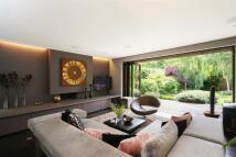 2 bedroom Detached home in Garden Close, Putney...