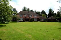 Detached property in CASTLEDON ROAD, Wickford...